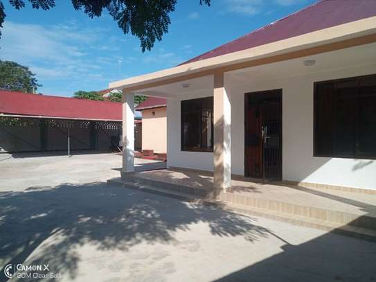 2Bedroom House at Oysterbay $1000pm image 3