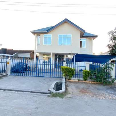 OFFICE HOUSE FOR RENT AT MAKUMBUSHO image 5