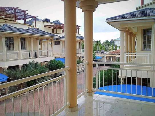 a 4bedrooms fully furnished villas are for rent at mikochen very close to main road image 5