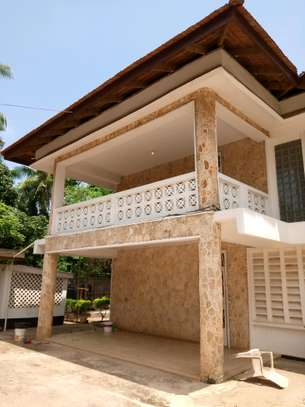 6 Bdrm House for Rent in Masaki.