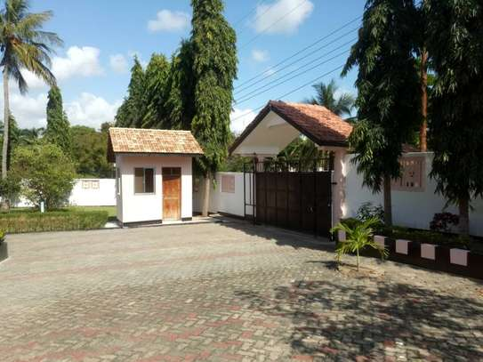 3 Bdrm Stand Alone House in Ada Estate image 2