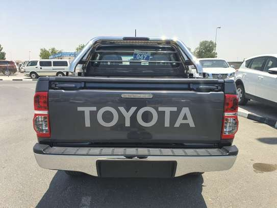 2014 Toyota Hilux image 11