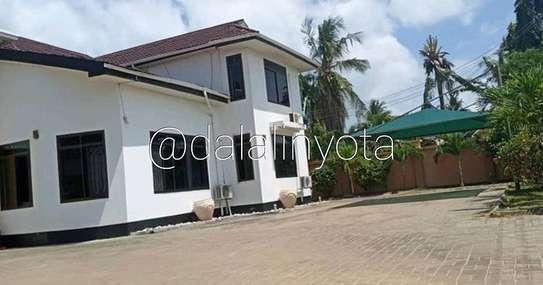 5 BDRM HOUSE AT MBEZI BEACH image 2