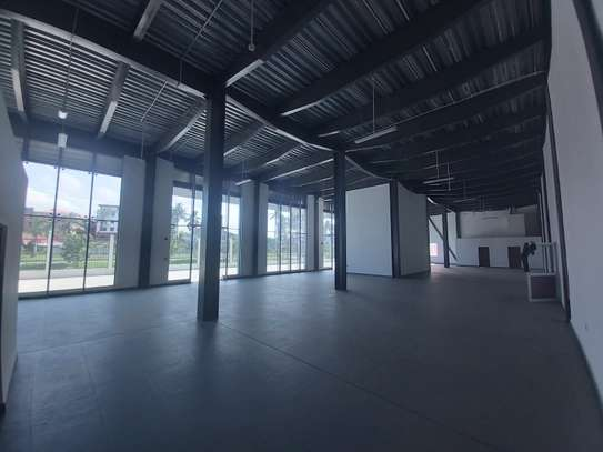 A show room/warehouse  available for rent at changombe main road image 1