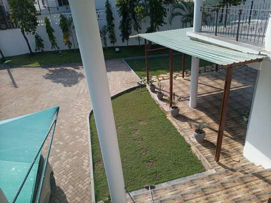 Bungalow Stand alone house For rent At oysterbay image 4