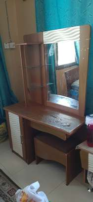 Dressing table without stool image 1
