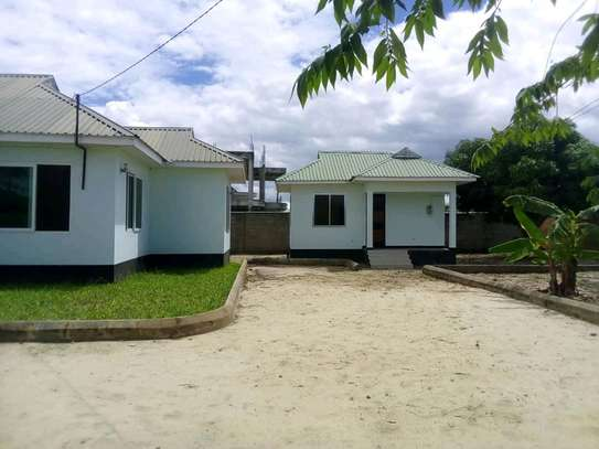 4 BEDROOMS HOUSE FOR RENT image 2