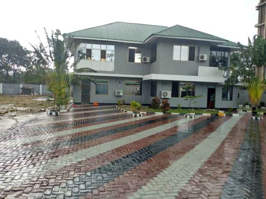 5 bed room big house for rent mikocheni image 1