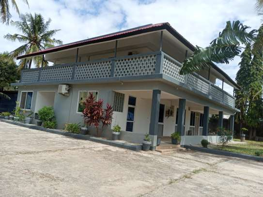 5 BEDROOMS STAND ALONE FOR RENT image 1