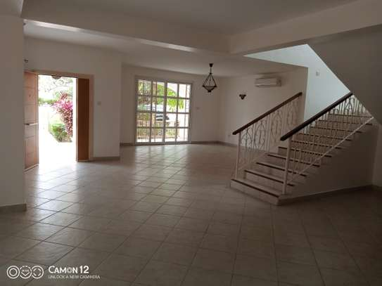 4bdrm villa house for rent in oyster bay image 1
