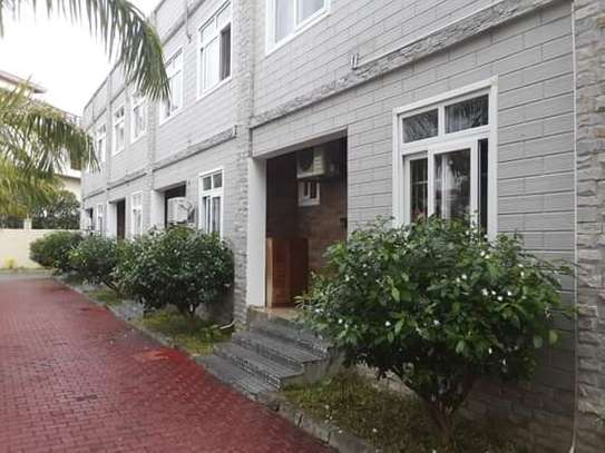 4 Bdrm Luxury Full Furnished Ocean View TownHouse in Masaki image 1
