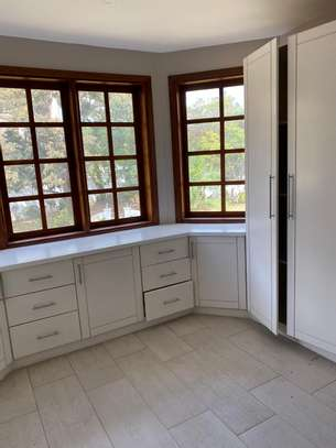 5bdrm house for rent in oyster bay image 11