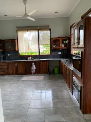 4 Bedrooms Beautiful Home For Rent In Oysterbay image 4