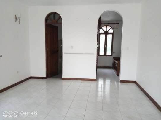 5bdrm house to let in masaki image 6