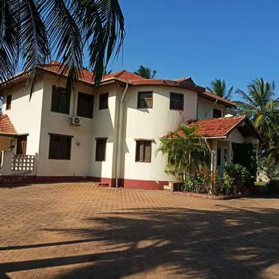 4 Bedroom Beach House Mbezi Beach