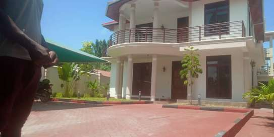 4 bed bed room all ensuet house for rent at mikocheni a image 3