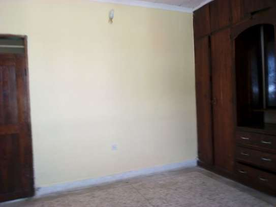 3bed house at msasani tsh 800,000 walking distance to the beach image 8