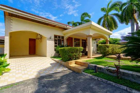 fully furnished villas are now are availanle for rent at mbezi beach road to whitesands image 2