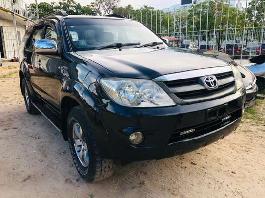 2006 Toyota Fortuner image 1
