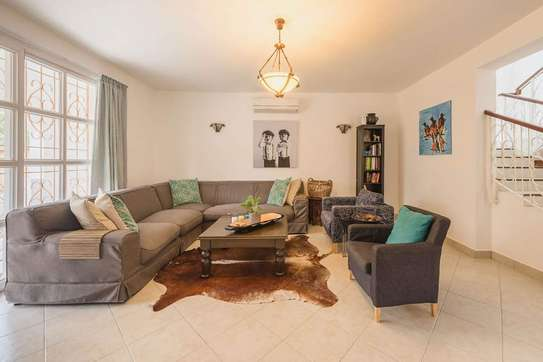 4 Bedrooms Large House In A Small Gated Community In Oysterbay image 5
