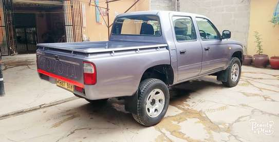2002 Toyota Hilux image 2