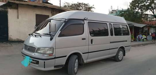 2000 Toyota Hiace Carrier image 2