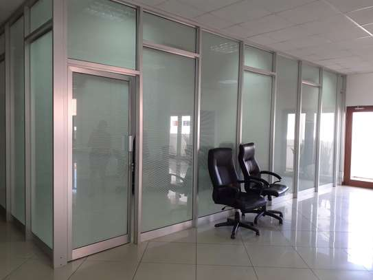 500 SQM Office Space With Sea Views At City Centre image 5