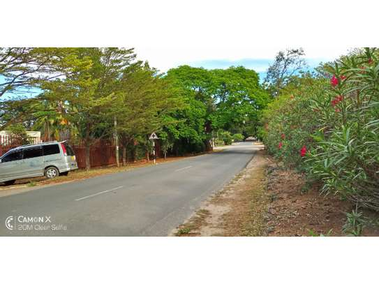 big 4bed house at oyster baywith 2 acre compound $4000pm image 2