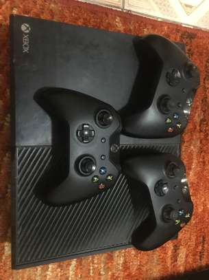 X box 1 with fifa19,18,15, fast and furious,ufc, call of duty ww2 image 2