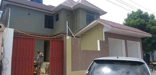 House for rent kinondon ,masterdroom ,sittingroom and kitchen at price of 400,000/=per month image 1