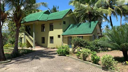 HOUSE FOR SALE KIGAMBONI 2 SECOND FROM THE BEACH image 1