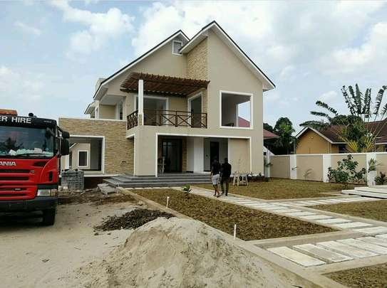 house for sell at bahari beach with clean tittle