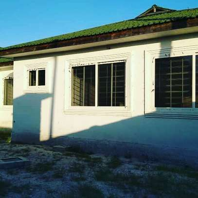 3 BDRM HOUSE CLOSE TO BEACH WITH LOTS OF POTENTIALS WELL BELOW MARKET PRICE image 7