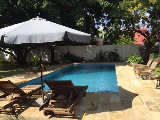 nice garden and pool 4 bed house in peninsular $5000pm image 10