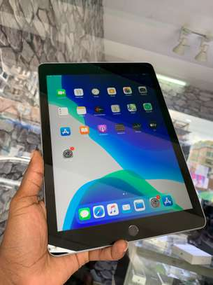 iPad Air 2 ( 6th Generation ) 32GB Spacegray for sale image 6