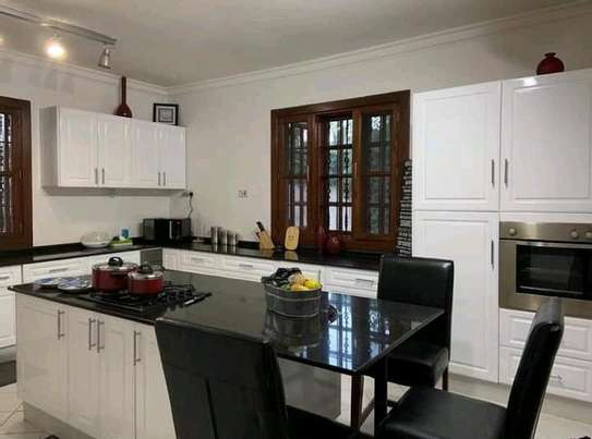 AVAILABLE FOR RENT  A 5 BEDROOM VILLA  IN ARUSHA image 7
