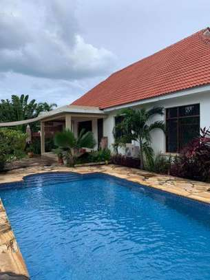 4bed beautfully house at masaki $5000pm nice pool fantastic garden ch image 1