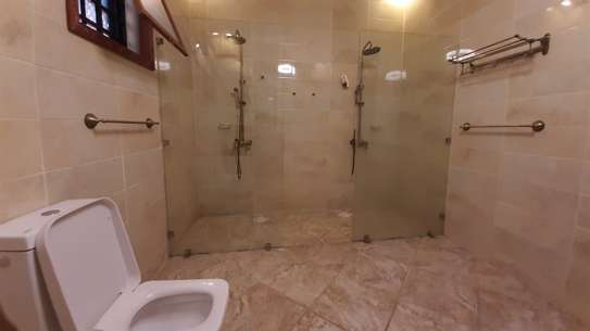 3 Bedrooms Bungalow In A Compound For Rent In Oysterbay image 2