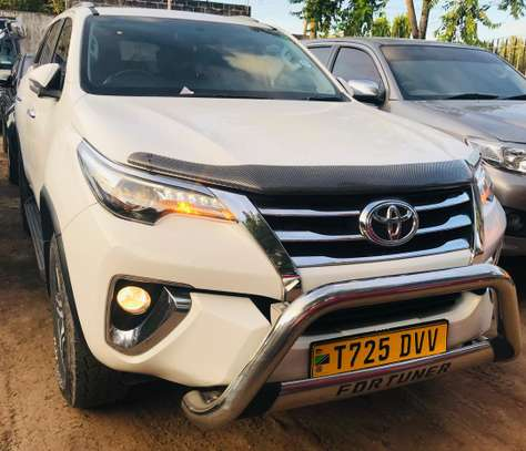 2018 Toyota Fortuner image 2