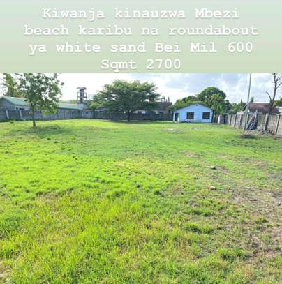 A HUGE  LAND IS FOR SALE AT MBEZI BEACH CLOSE TO MAIN ROAD ON WAY TO WHITESANDS HOTEL image 1