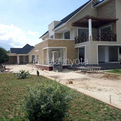 4 BDRM HOUSE AT BAHARI BEACH image 2