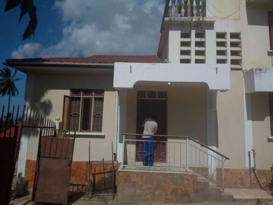SPACIOUS MASTERBEDROOM AND SITTING ROOM FOR RENT AT UBUNGO RIVERSIDE DSM
