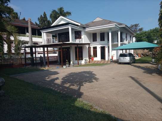 Bungalow Stand alone house For rent At oysterbay image 3