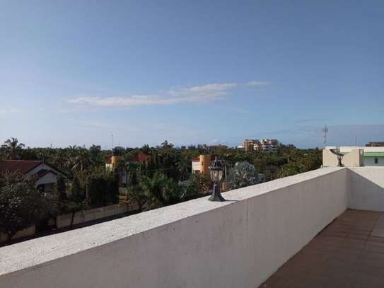 penthouse 2bed apartment at masaki $1000pm with fantastic sea view image 2