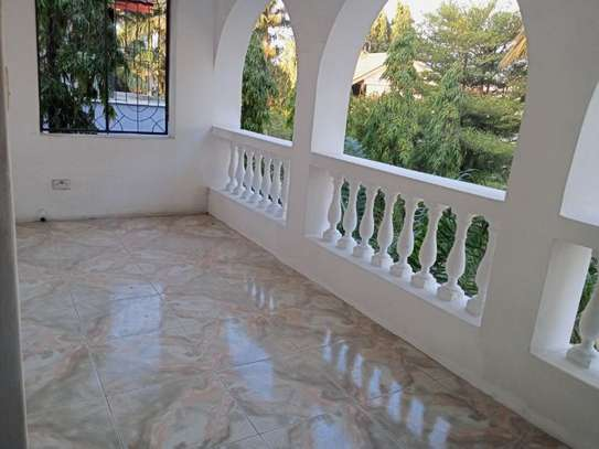 5bed villa all ensuet at msasani $1500pm image 12