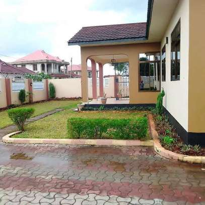 3 bed room house for rent at ununio image 3