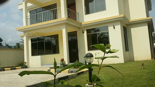 a standalone house is for rent at mbezi beach  near shoppers plaza