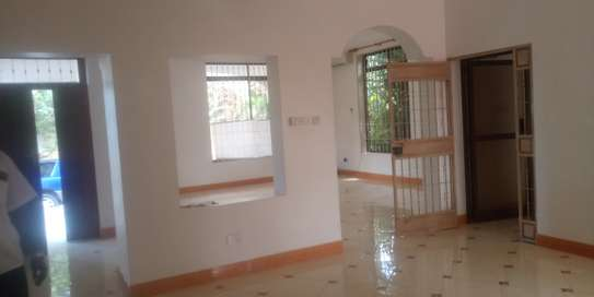 3bed house standaalone at oyster bay  near food lover image 4