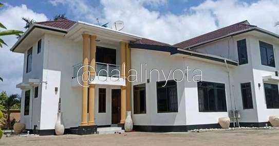 5 BDRM HOUSE AT MBEZI BEACH image 1