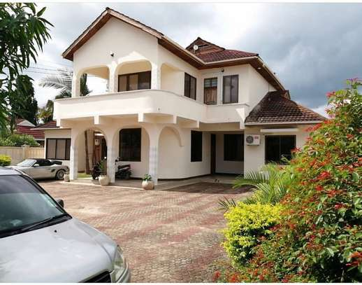 5bed house at mbezi beach 1000sqm image 1